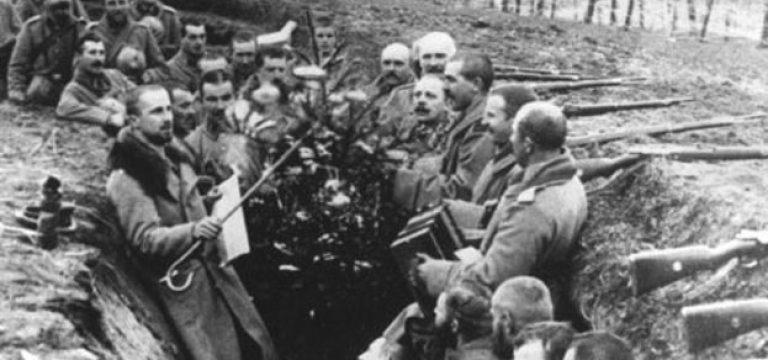 آتشبس در کریسمس ۱۹۱۴ لحظهای نمادین از صلح و انسانیت