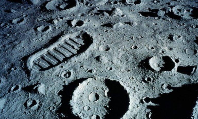 آیا بیگانگان مانع حضور ما در ماه هستند؟!