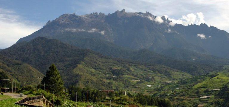 قلهٔ کینَبالو دومین کوه بلند در آسیای جنوب شرقی